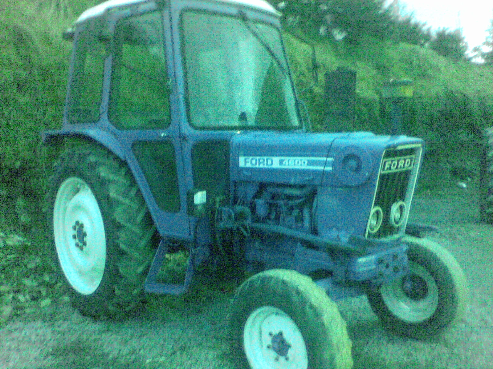 Ford 4600 Tractor Fenders : Trade in tractors page